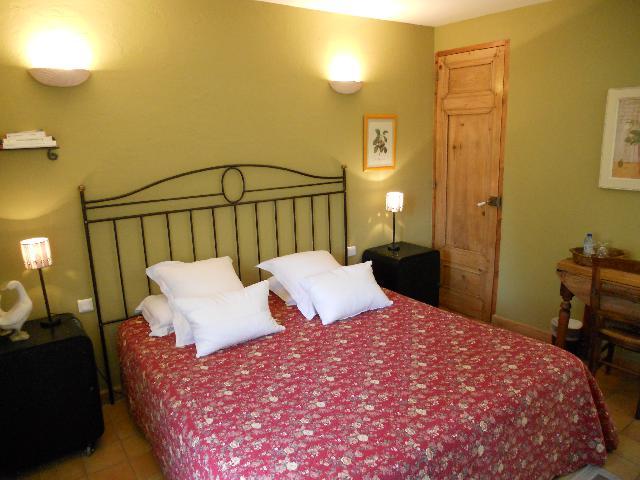 chambres et table d 39 h tes de charme la badelle gordes vaucluse 84 provence. Black Bedroom Furniture Sets. Home Design Ideas